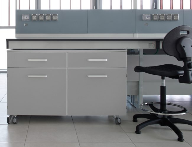 postazione-arredo-laboratorio-grigio