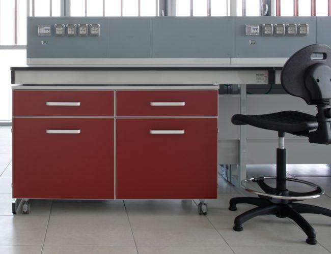 postazione-arredo-laboratorio-rosso